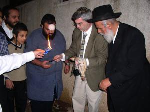 רב מחפוד מעביר מסורת על חגלה לארי גרינספן